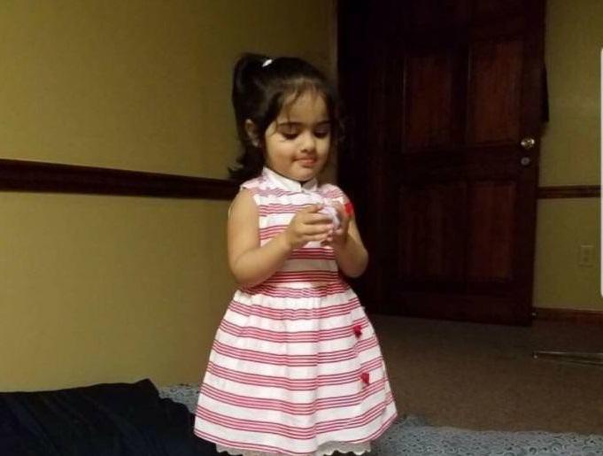 «Вышла из магазина уже без ребёнка»: 2-ух летнюю девочку раздавило зеркалом, когда она мерила новые ботинки