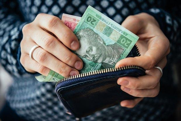 Взыскание задолженности с зарплаты начнется уже с…