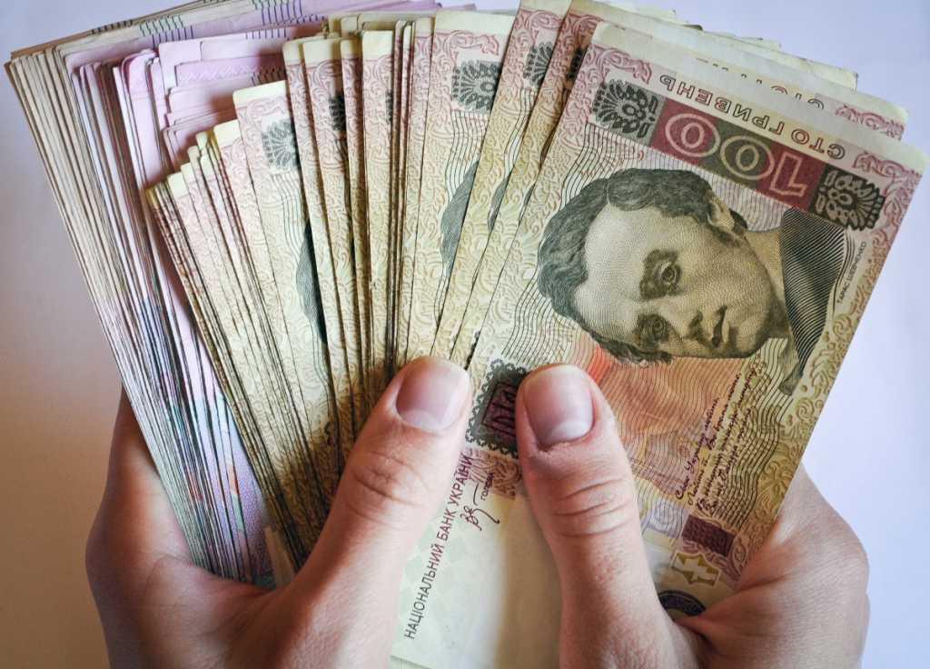 «Успеть к 8 марта…»: какая категория украинцев должна уплатить этот налог