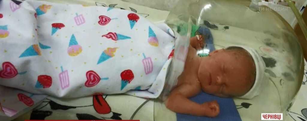 Уже 6-стая смерть за месяц: Девочка умерла на второй день после рождения, родители винят врачей (ВИДЕО)