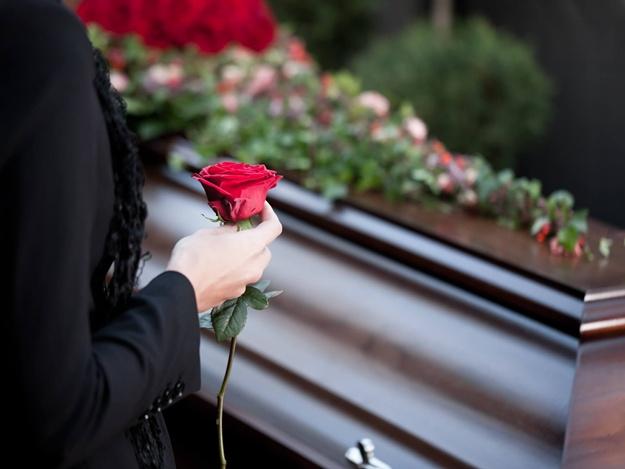 «Украинцам не придется …»: В Раде внесли изменения в скандальный закон «о похоронах»