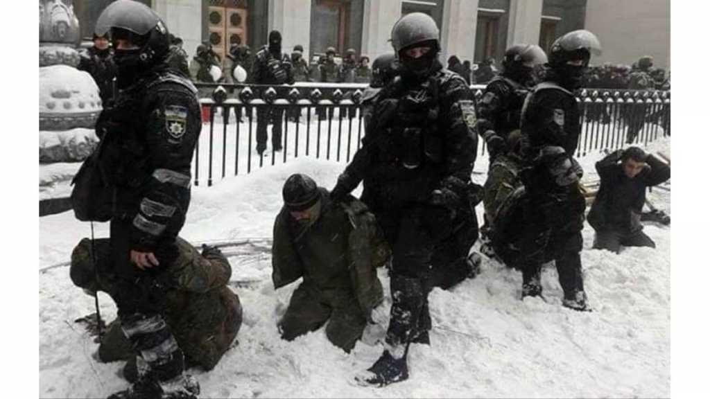 «Задержанные на коленях в снегу — это не унижение»: В МВД дали разъяснения