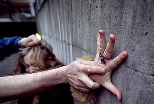 «Девочка побежала к женщинам, чтобы те ее защитили …»: Школьницу спасли из рук извращенца