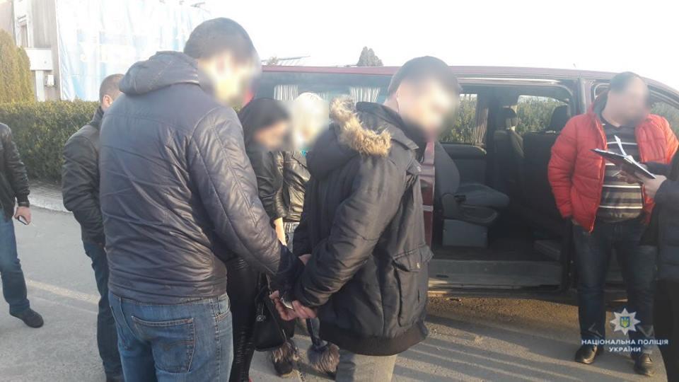 Задержали иностранца, который вербовал девушек для «взрослой работы» за границей