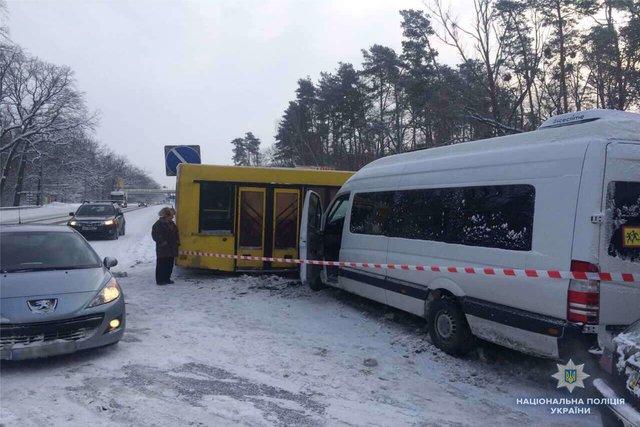 Страшное ДТП: В столице маршрутка с пассажирами столкнулась с автобусом