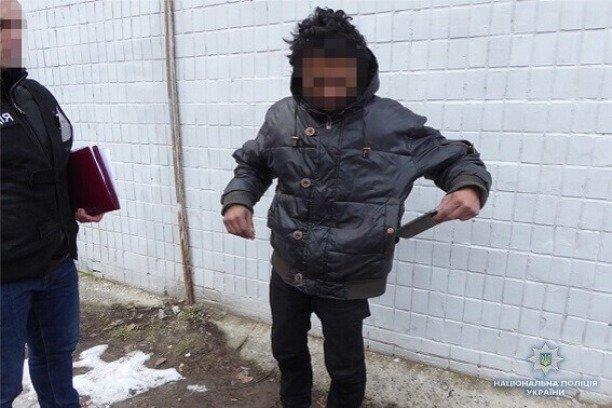 Совсем совесть потерял! В Киеве бездомный ограбил маленького мальчика