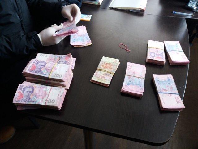 «Требовал четверть миллиона»: Налоговика задержали на взятке