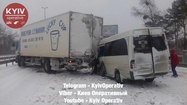 Автобус столкнулся с грузовиком: Есть пострадавшие