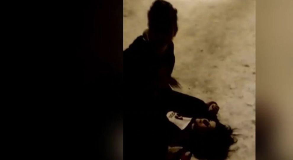 «Слезы, ребенок на грани нервного срыва»: Девушка избила подругу ради лайков в Соцсети