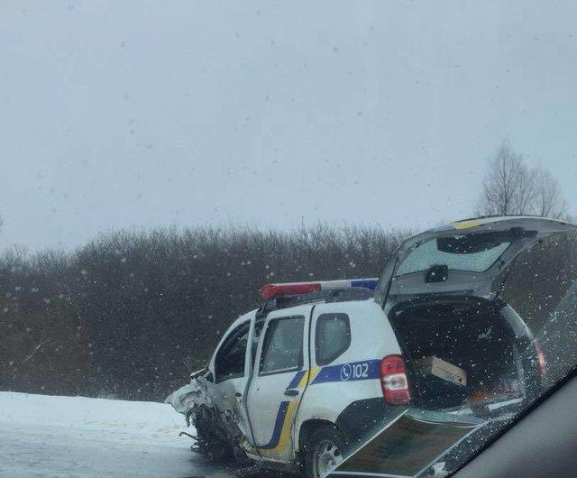 «На «скорой» увезли в больницу»: Автомобиль полиции столкнулся с фурой