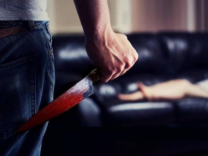 Харьковчанка ножом покромсала пожилого мужчину, а все из-за …