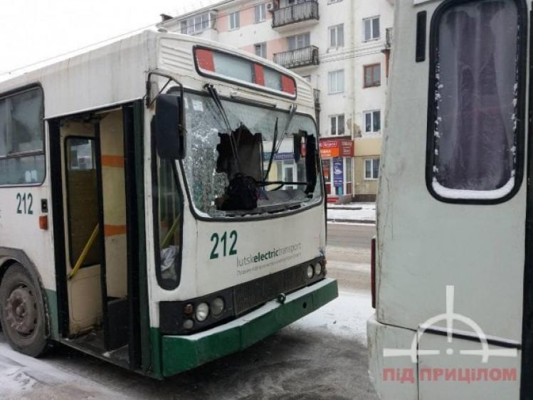 Страшная авария: Троллейбус въехал в маршрутку, пострадали семь человек