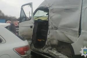 Масштабное ДТП: Грузовик выехал на встречную полосу движения и совершила столкновение с пятью автомобилями