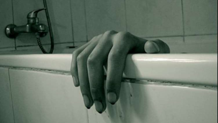 Жестокий поступок всколыхнул весь город Трое подростков утопили в ванной мужчину, а все из-за …