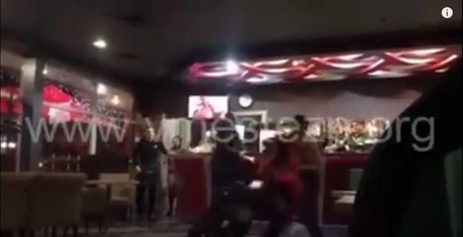 «Повалил и …» В кафе неизвестный мужчина жестоко избил двух девушек