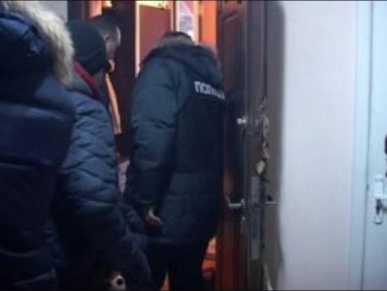 «Около 11:00 утра ко мне стали ломиться»: Жена Рубана рассказала подробности обыска в их квартире