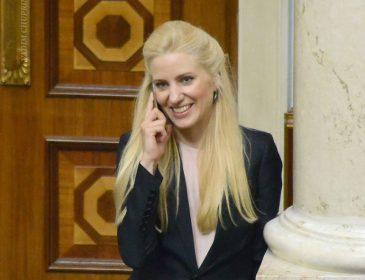 «Гражданский муж, «беспорядок «в квартире…»и роман с Лещенко»: Чем известна скандальная нардеп, соблазнительная блондинка Светлана Залищук