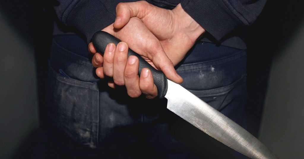 «Набросился на него с кухонным ножом» Парень хотел убить отчима