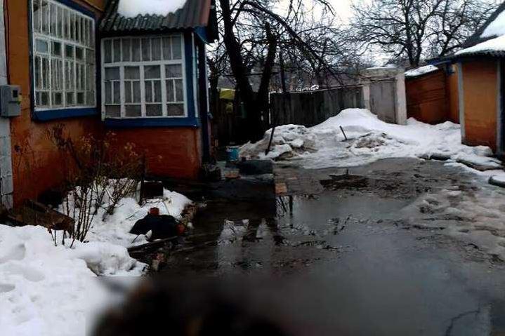 «Помогал расчистить снег и той же лопатой…»: Мужчина жестоко расправился с пенсионеркой