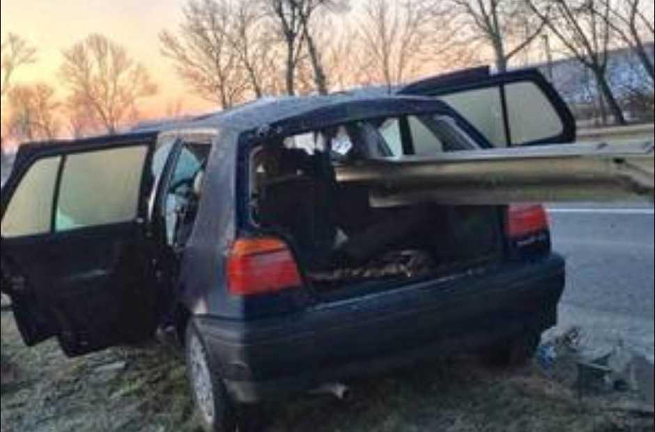 «Авто насквозь прошил отбойник»: Ужасное ДТП унесло жизнь молодой женщины