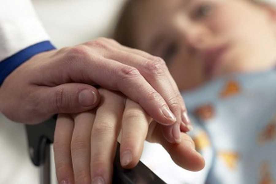 «Задохнулся на руках у родителей»: Маленький мальчик умер из-за халатности врачей