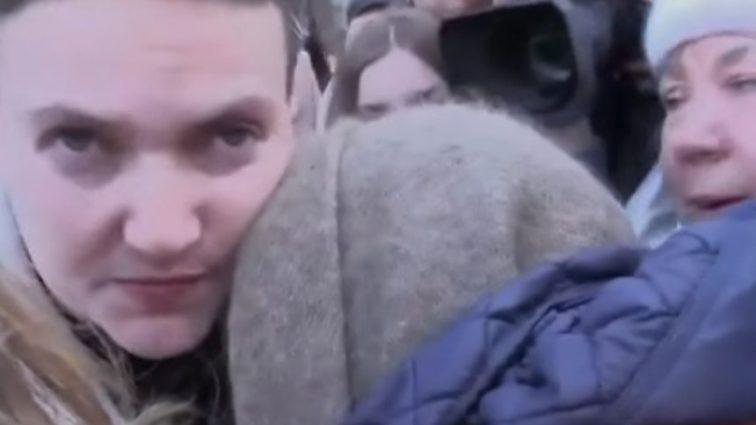 «Не плачь и отпразднуй день рождения без меня…»: Со слезами на глазах, Савченко прощалась с матерью