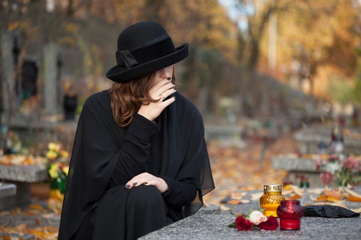 «Вам не дадут попрощаться с покойником…»: через два дня украинцы не смогут похоронить родных без разрешения суда