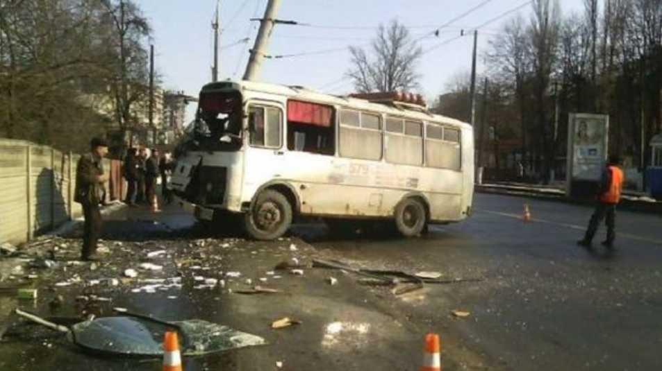 «Хотел избежать столкновения и врезался в…»: Четыре человека пострадали в ДТП