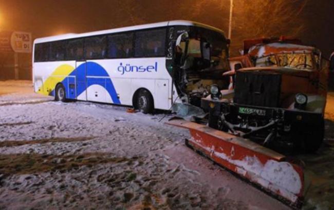 «Столкнулся с КамАЗом»: Автобус с украинцами попал в ДТП, есть жертвы