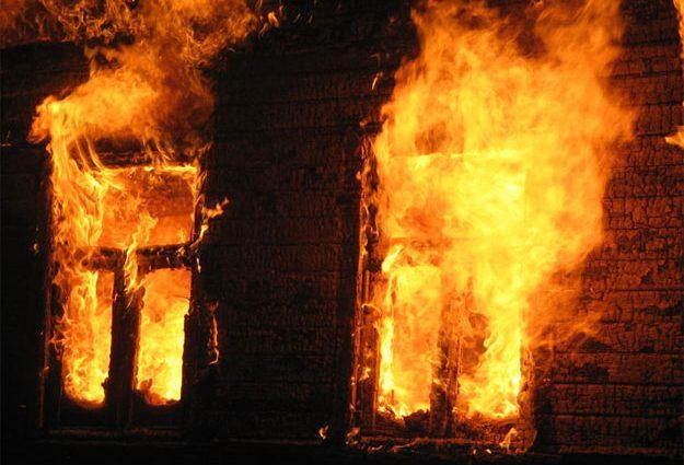 «Пожар вспыхнул в цетре города»: Спасатели нашли обгоревшее тело
