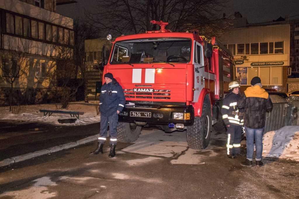 «Во дворе на асфальте большая лужа крови»: В столице прогремел громкий взрыв