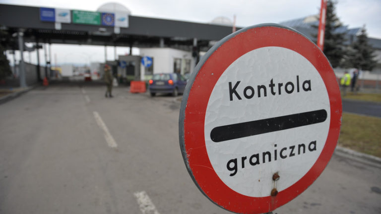 На польско-украинской границе километровые очереди: Что происходит