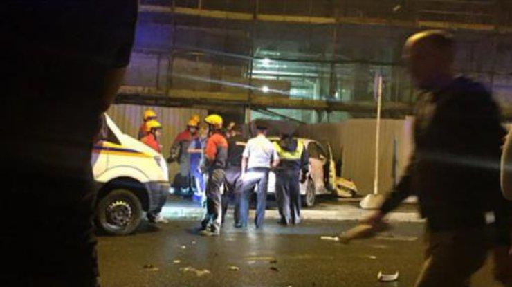 Автомобиль влетел в толпу: Погибла беременная женщина и двое детей