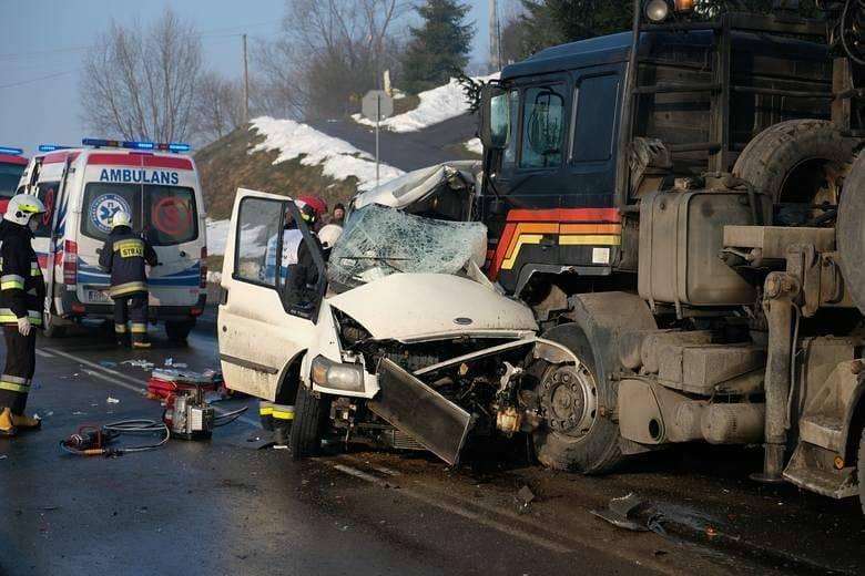Прямо под колеса грузовика: В Польше автобус с украинцами попал в жуткое ДТП, есть погибшие
