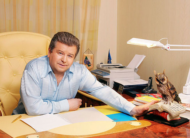 «Начинал как обычный машинист, а затем…»: С кем живет и сколько зарабатывает «юный орел», Михаил Поплавский