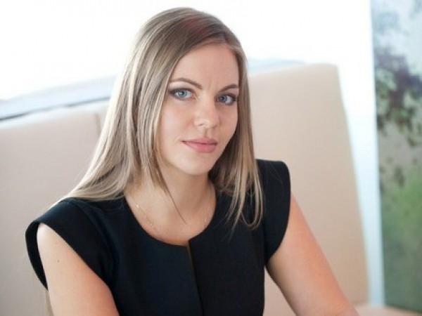 «Ее мужа подозревают в связях с Януковичем» Что известно об одной из самых соблазнительных молодых депутаток, Елена Сотник
