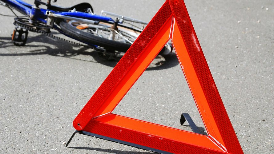 «Ушибы и переломы …»: Во Львове велосипедист устроил ДТП и скрылся