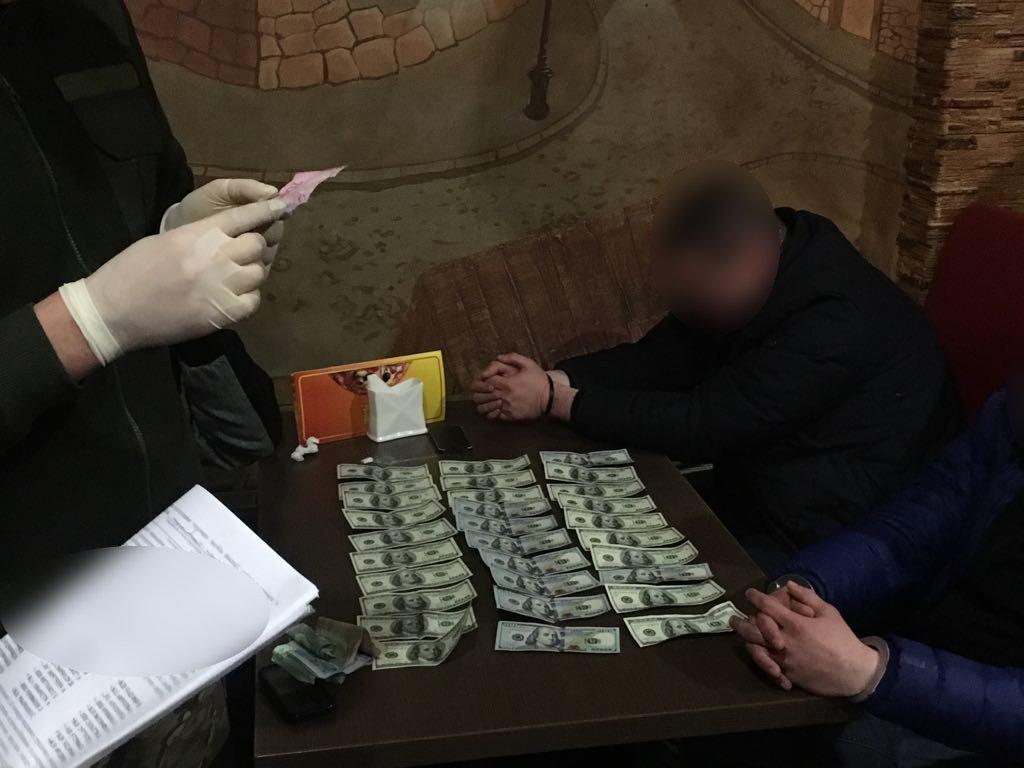 СБУ задержала на взятке чиновников таможни и Госпогранслужбы