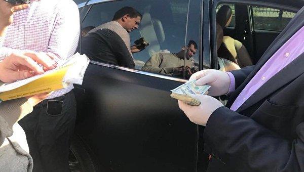 Получили 17 тыс. долларов: Заместителя мэра Луцка с двумя чиновниками задержали на взятке