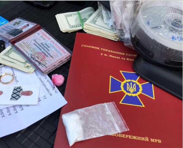 «Кокаин и бешеные деньги …»: Детали задержания сотрудника СБУ в Киеве