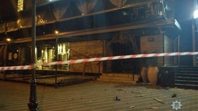 «Слышали звук, похожий на взрыв»: Прямо в центре Киева дом обстреляли с гранатомета