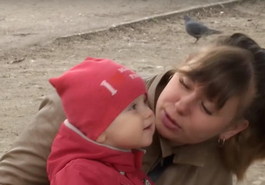 «Я сказала, что беременна. А он сказал …»: Экс-помощница депутата требует от него признать ребенка