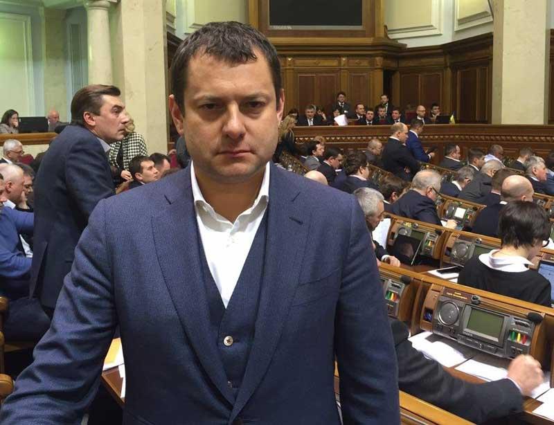Доход в 450 млн гривен и очень странные махинации жены: Чем удивил в своей декларации депутат Порошенко Максим Ефимов