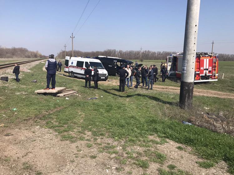 Большая трагедия: Появились первые кадры смертельной аварии между электричкой и микроавтобусом
