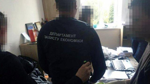 «Их систематически используют для подбрасывания взяток»: Во Львове обнародованы имена агентов полиции и СБУ