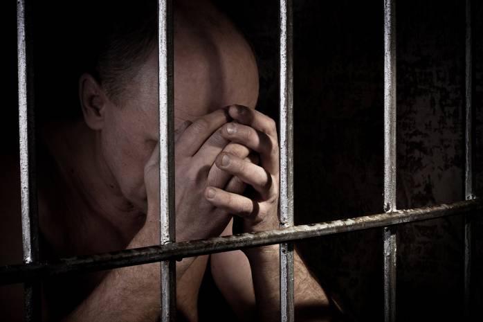 «Посадил в клетку как животное, а все из-за…»: Мужчина более 20 лет удерживал своего родного сына