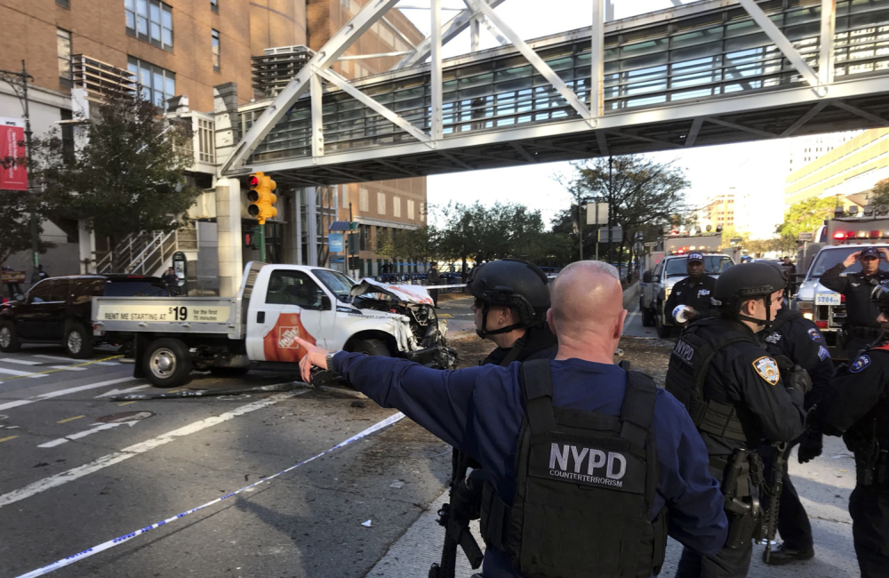 Грузовик на большой скорости влетел в толпу: Десятки раненых и погибшие