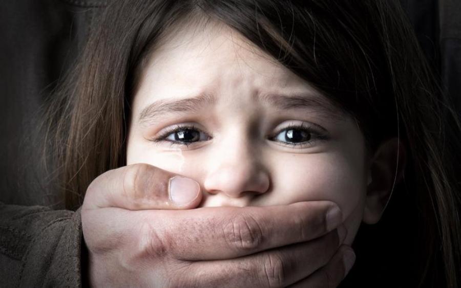 «Дождались, пока ребенок умрет, чтобы потом …»: Мужчина жестоко убил шестилетнюю девочку, а мать …
