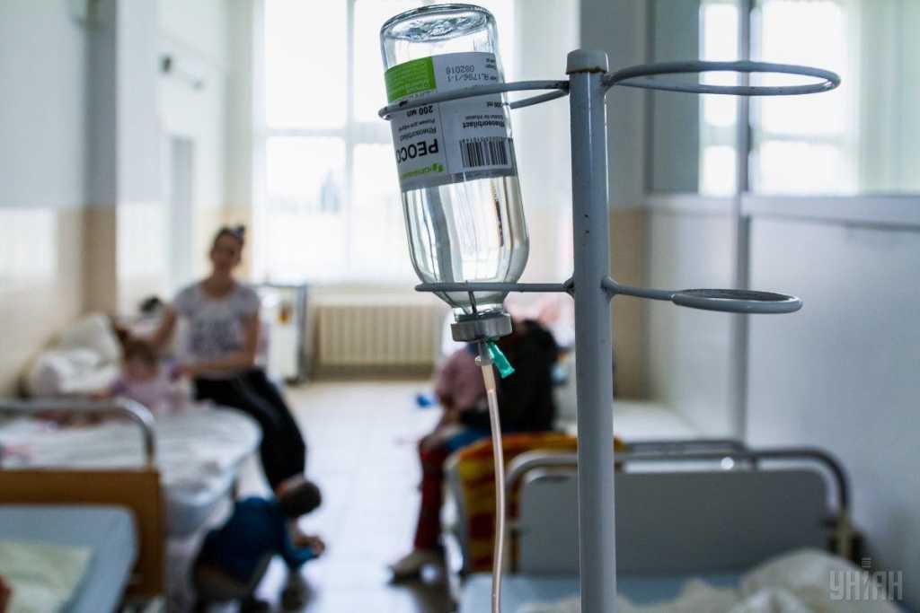 Отравились неизвестным веществом: Во Львове госпитализированы люди, среди них ребенок