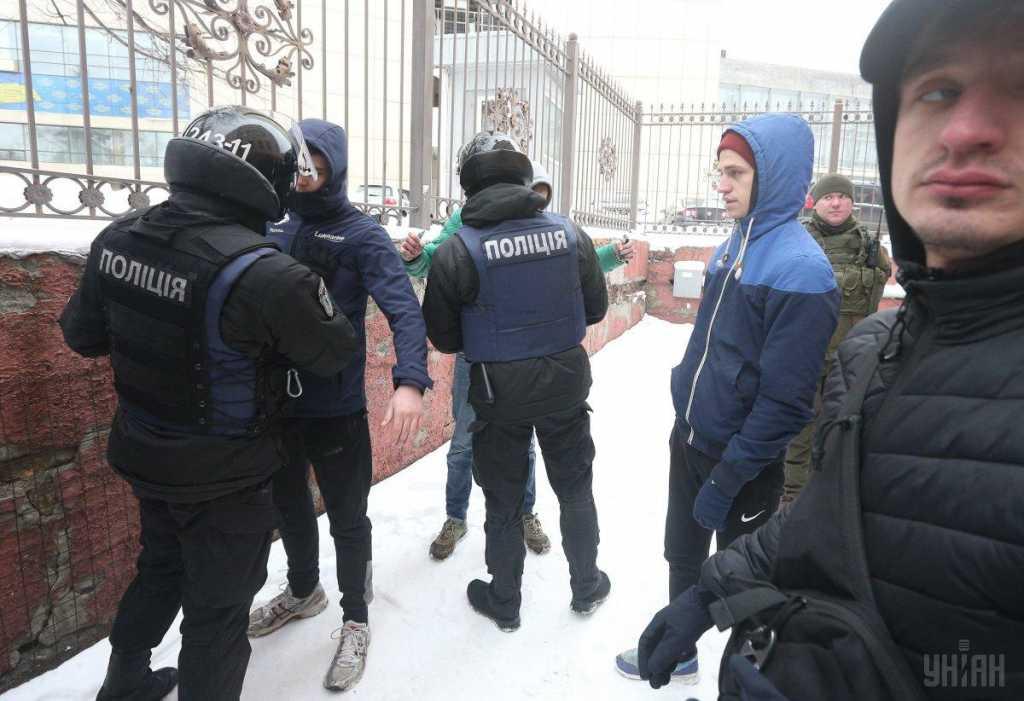 «Его связывают с представителями криминального мира»: В центре города подстрелили скандального депутата